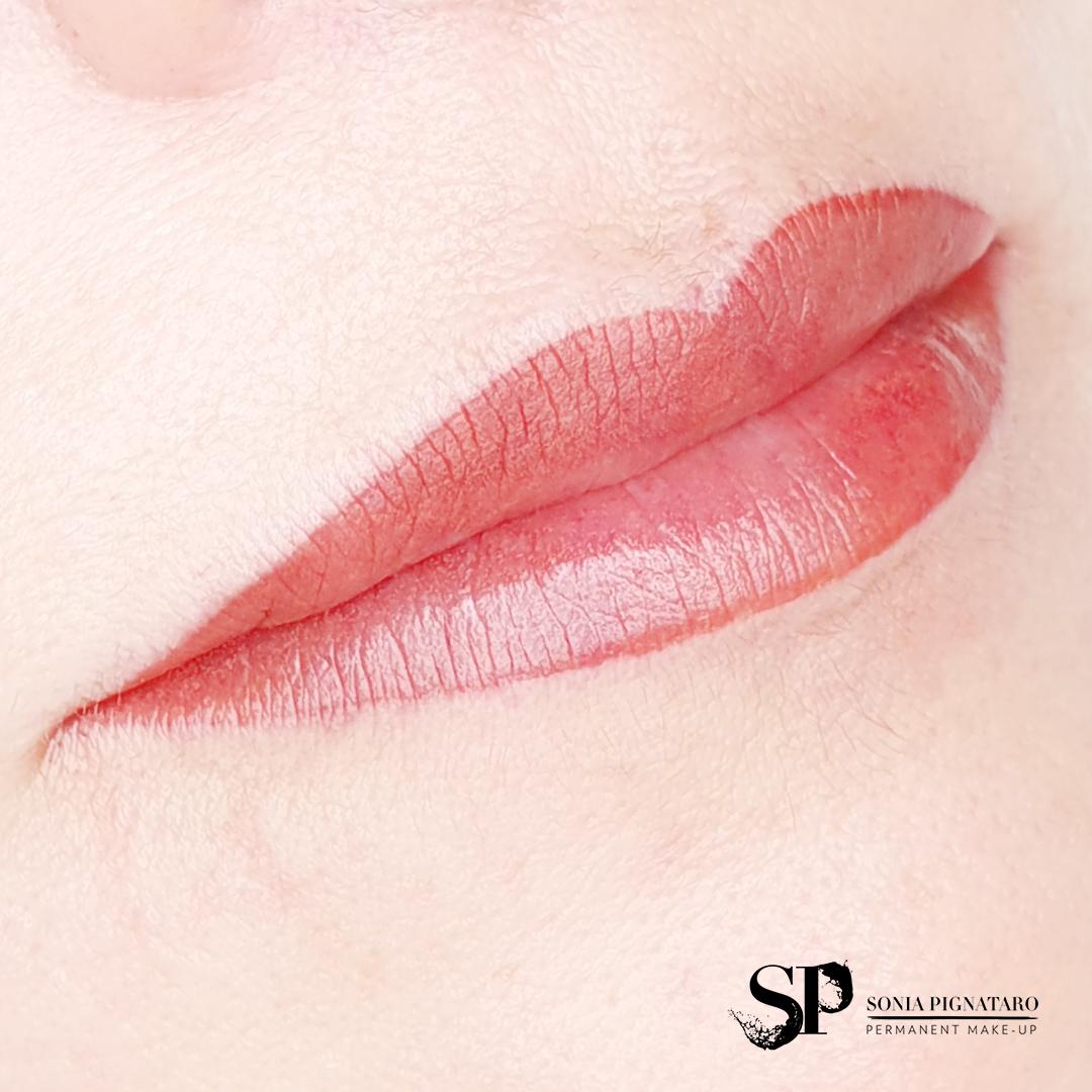 tatuaggio labbra, tecnica aquarelle lips
